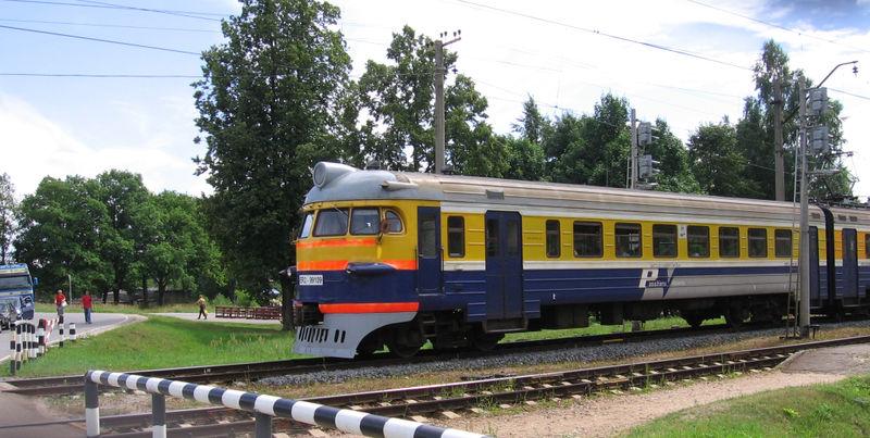 вагонах электропоездов ЭР2