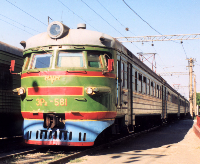 Электропоезд ЭР2-581 в